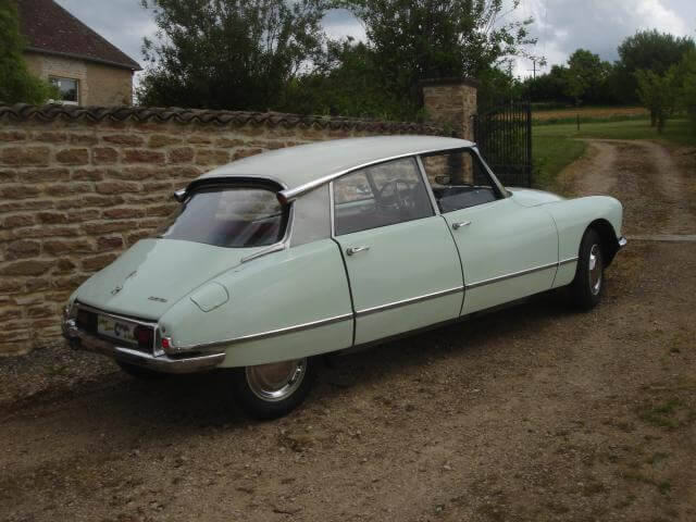 1967 Citroen DS21 from the side.