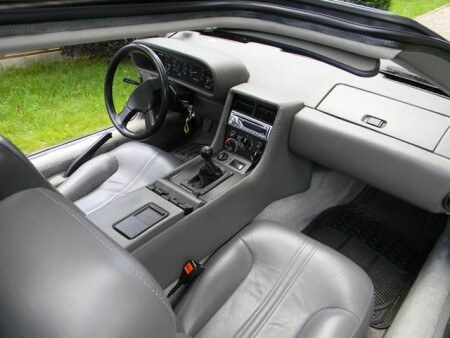 Delorean DMC-12 interior