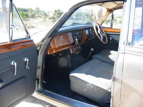1968 Daimler V8 250 interior