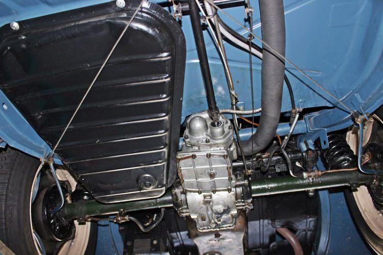1949 Renault 4CV under carriage