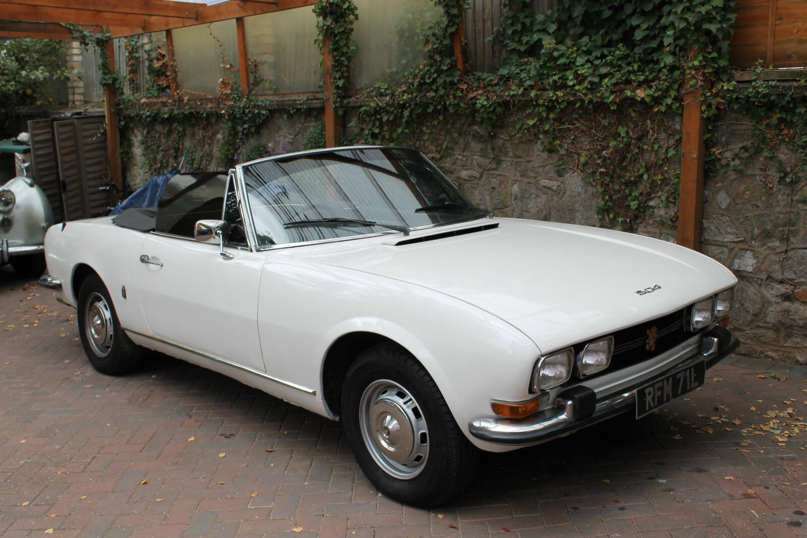 ebay find rare rhd 1973 peugeot 504 cabriolet. Black Bedroom Furniture Sets. Home Design Ideas