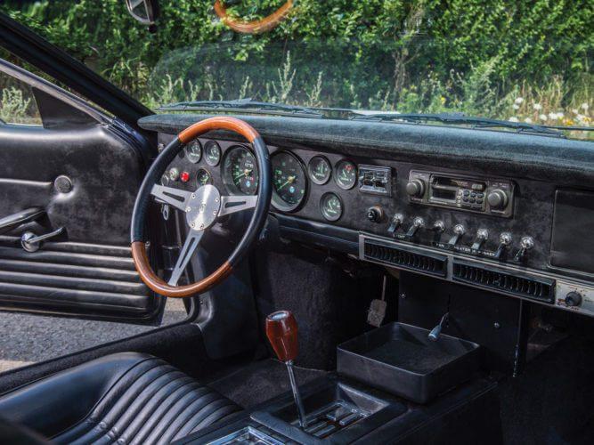 1969 De Tomaso Mangusta interior